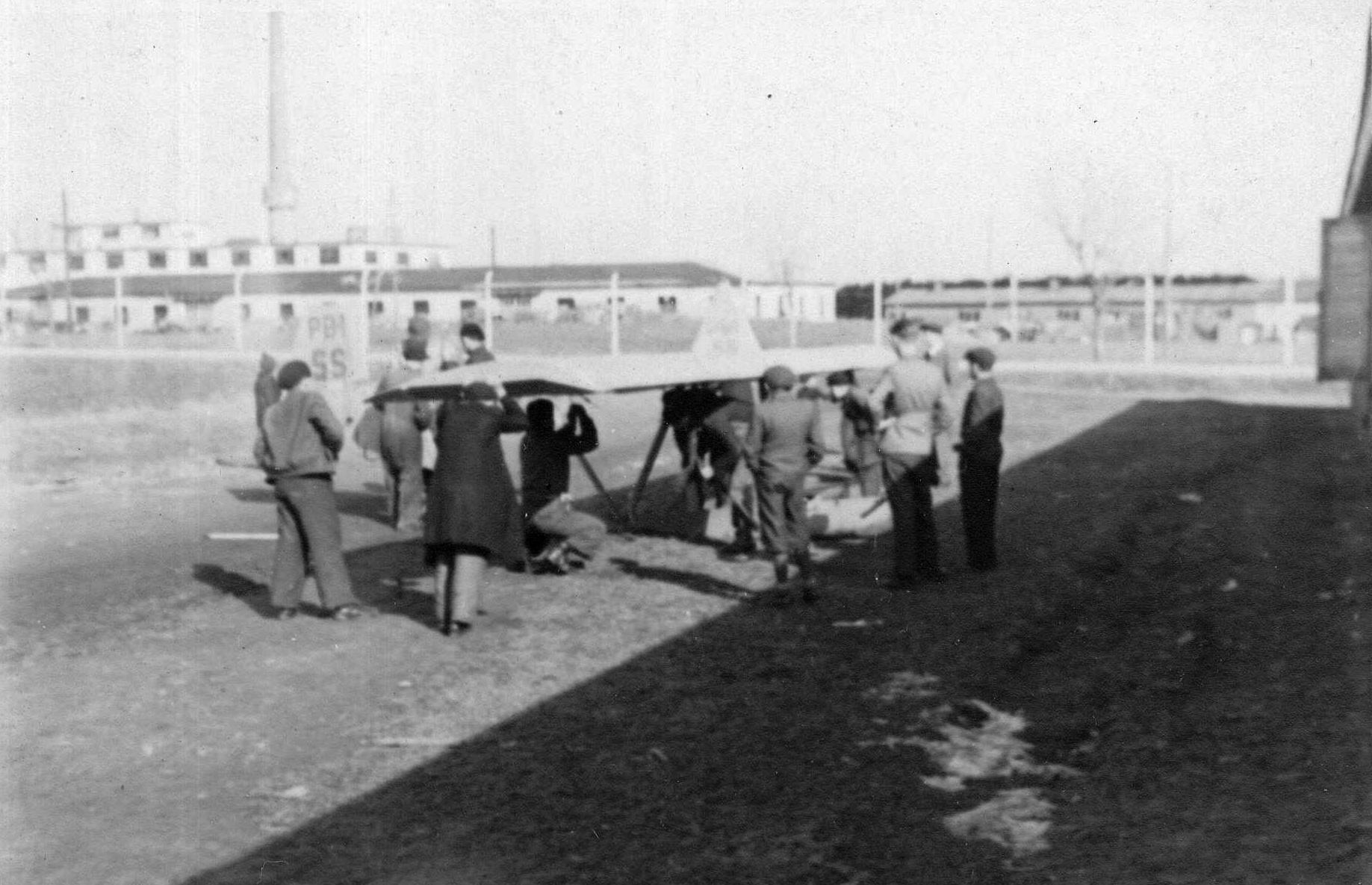 První letiště za hřbitovem