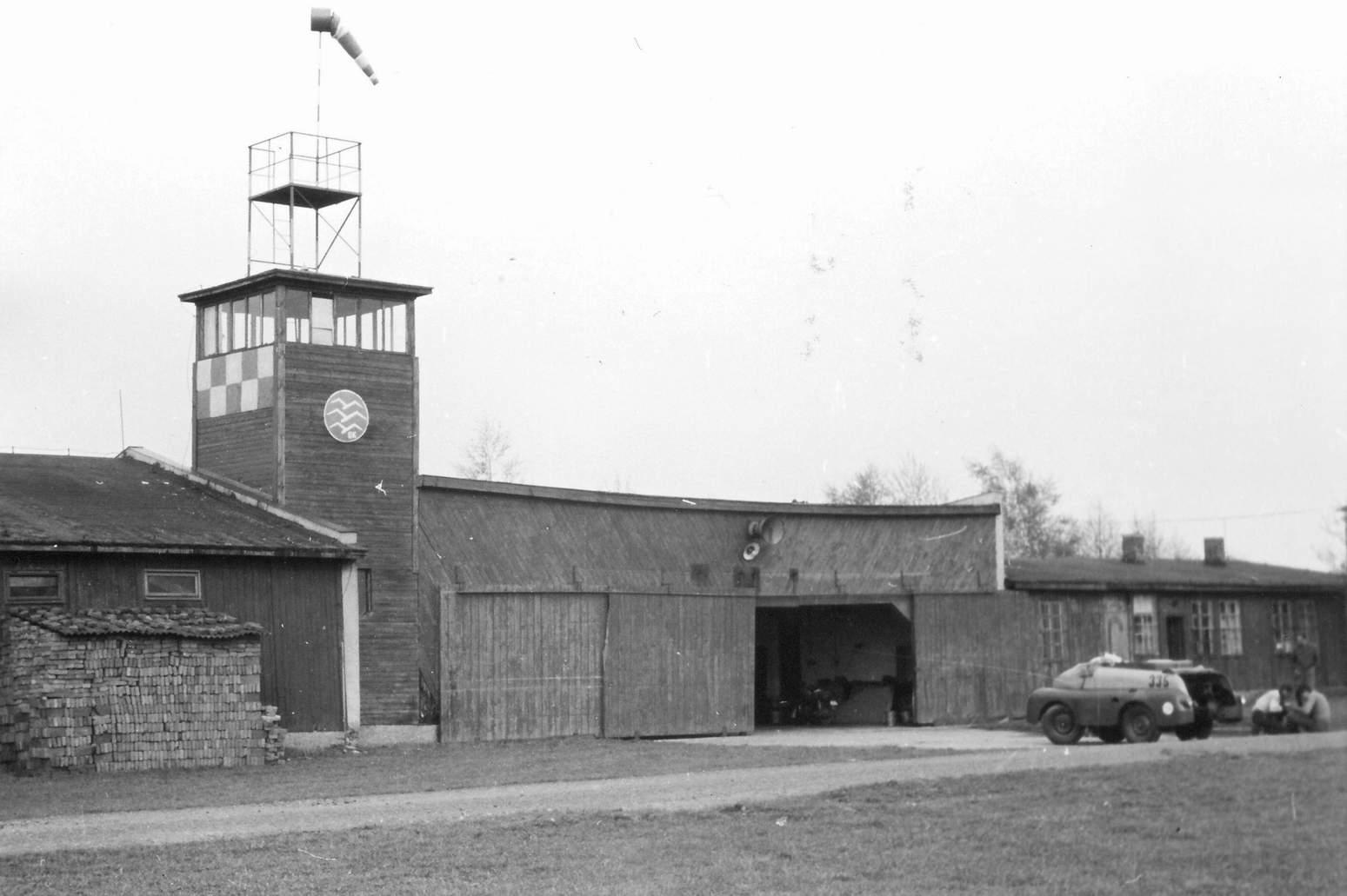 Hangáry před přestavbou...